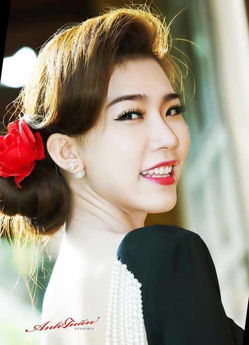 Hiện trang cá nhân của Á khôi xinh đẹp này hút trên 200.000 lượt theo dõi.