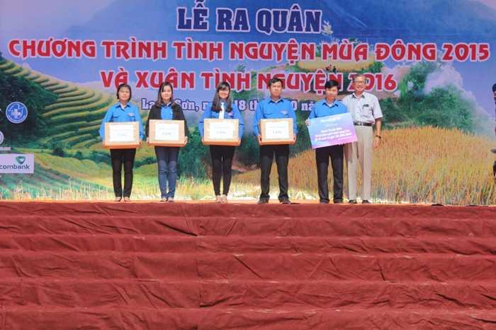 Đoàn thanh niên 20 xã biên giới tỉnh Lạng Sơn đã trao tặng 20 tủ sách trị giá 200 triệu đồng.