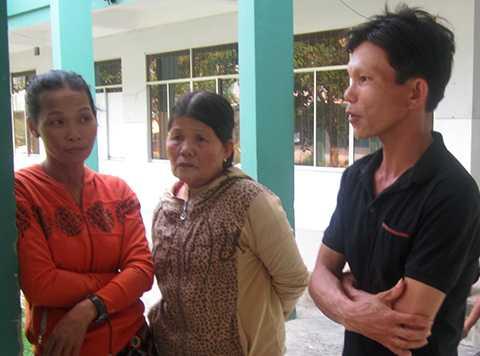 Anh Nguyễn Ngọc Anh con trai của bà Hanh đang kể lại heo rừng tấn công mẹ mình