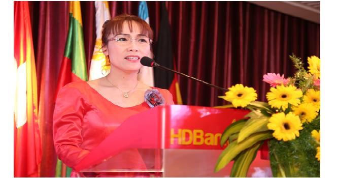 Bà Nguyễn Thị Phương Thảo sinh năm 1970, từng là sáng lập viên và quản trị tại ngân hàng VIB và Techcombank.