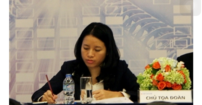 Bà Phương Thanh Nhung, sinh năm 1980, tham gia VietABank từ tháng 4/2013 với vị trí là thành viên HĐQT, sau đó bà Nhung được bổ nhiệm giữ chức vụ Quyền Tổng giám đốc VietABank và là CEO ngân hàng trẻ nhất hiện nay.