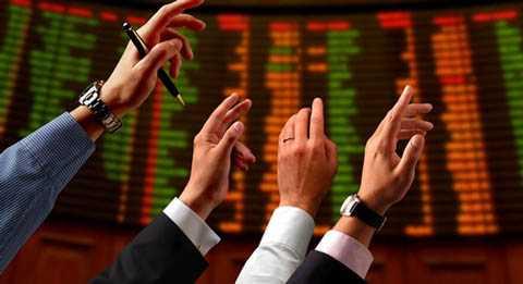 Nhiều chuyên gia cho rằng, việc nắm giữ cổ phiếu ngân hàng  hiện nay thực sự là rủi ro, nguy cơ nhiều hơn cơ hội.