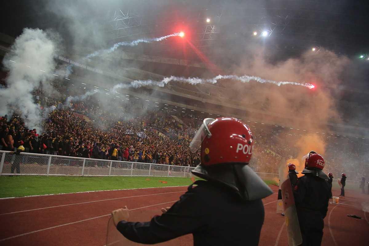 Bóng đá Malaysia gần đây vướng vào các rắc rồi ngoài lề sân cỏ do trình độ chuyên môn ĐTQG nước này đang xuống cấp