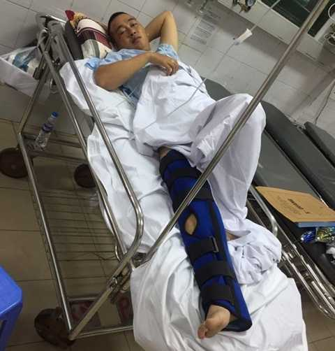 Trung úy Phạm Đức Ngọc đang điều trị tại bệnh viện Việt Đức (Ảnh: M.Chiến)
