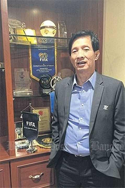 Kosingkha ít khi xuất hiện trước công chúng, nhưng ông là người đứng đằng sau thành công của bóng đá Thái Lan những năm qua, đặc biệt là giải VĐQG