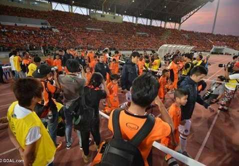 Các trận đấu tại giải Thai Premier League có chất lượng cao, sân vận động đẹp và khán đài đầy ắp khán giả