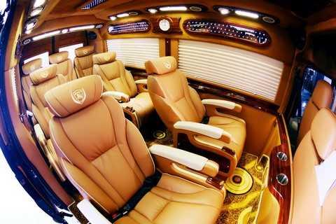Xe có 7 chỗ ngồi rộng rãi ở khoang hành khách