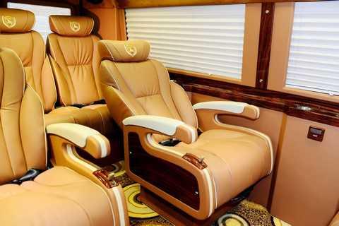 Ghế có độ ngã lưng rộng, dễ dàng điều chỉnh ngay tầm tay