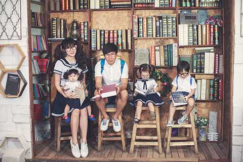 Đã có chặng đường 10 năm yêu và sống bên nhau, vợ chồng Lý Hải - Minh Hà luôn khiến fans phải ngưỡng mộ về một gia đình hạnh phúc cùng ba nhóc tì xinh xắn, đáng yêu.