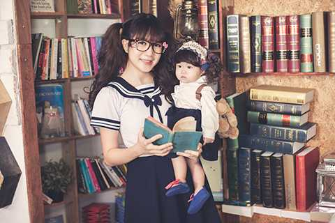 Hiện, bà xã Lý Hải đã hoàn tất chương trình học thạc sĩ luật sư ở Anh quốc. Tuy nhiên, sau khi du học trở về, cô quyết định ở nhà để toàn tâm toàn ý hoàn thành thiên chức làm vợ làm mẹ trước bởi tuổi đời của Lý Hải không còn trẻ.