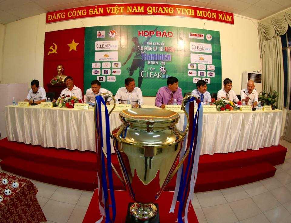 Cúp vô địch U21 Báo Thanh Niên (Ảnh: Quang Minh)