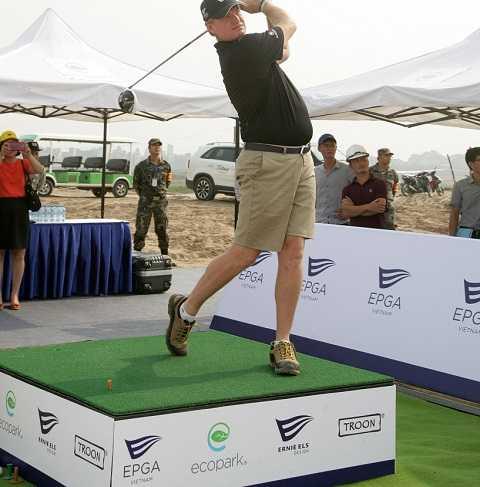 Golf thủ huyền thoại Ernie Els