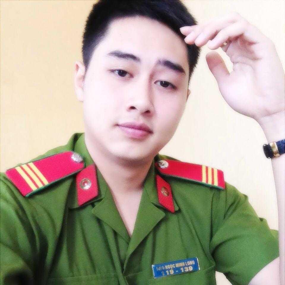 Minh Long từng học Trung cấp Cảnh sát vũ trang (T45), hiện anh bạn đang công tác trong Đội cảnh sát điều tra tội phạm về trật tự xã hội công an huyện Phúc Thọ, TP. Hà Nội.