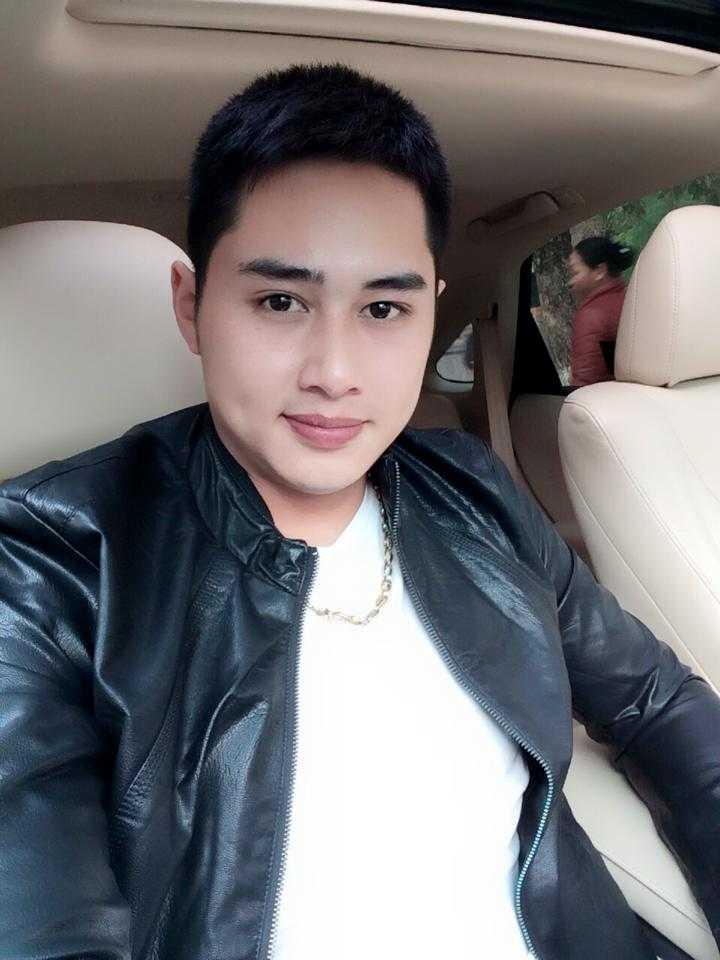 Sở hữu vẻ ngoài điển trai như sao Hàn, Minh Long luôn hút sự chú ý của dân mạng sau hàng loạt bức ảnh được chia sẻ trên trang cá nhân facebook.