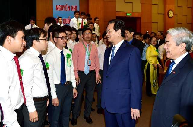Thủ tướng gặp gỡ các nhà khoa học trẻ ngày 11/9 (Ảnh VGP)