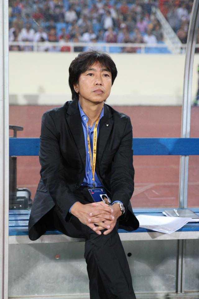 HLV Miura trước trận đấu với Thái Lan (Ảnh: Quang Minh)