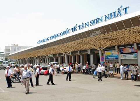 Sân bay Tân Sơn Nhất bị đóng cửa vì chó lạ đi lạc