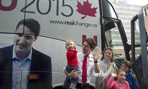 Ông Trudeau cùng phu nhân Sophie Grégoire, con trai út Hadrien (trái), con trai Xavier (phải) và con gái Ella-Grace