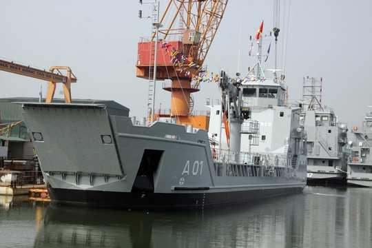 Tàu chở quân Ro ro 5612 số 1 - Ảnh: Báo Quảng Ninh