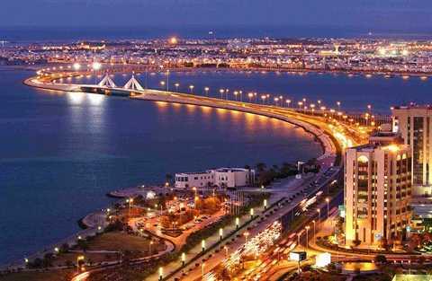 Bahrain là nước có tốc độ phát triển kinh tế cao nhất trong thế giới Ả-rập và đang dần trở thành một trung tâm tài chính và quyền lực. Đây được coi là một trong những cái nôi của văn minh Trung Á, và được mệnh danh là viên ngọc Vịnh Ba Tư. Ảnh: Bloomberg.