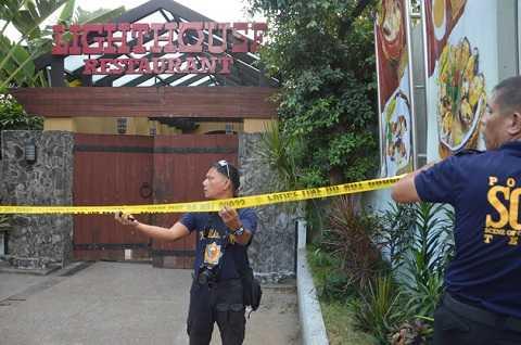 Cảnh sát phong tỏa khu vực nhà hàng Lighthouse