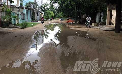 Con đường không láng nhựa, không tên, không số nhà, không vỉa hè và không cống thoát nước tồn tại gần 20 chục năm giữa trung tâm Đà Nẵng