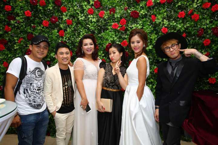 Dàn thí sinh của Cười xuyên Việt phiên bản nghệ sĩ