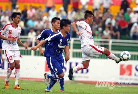 Hoàng Phương (số 7) là cầu thủ chơi nổi bật nhất bên phía U21 TP.HCM (Ảnh: Quang Minh)