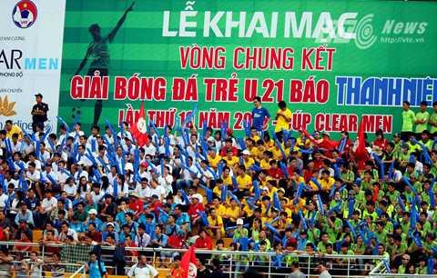 Hình ảnh khai mạc giải U21 Quốc gia 2015 (Ảnh: Quang Minh)