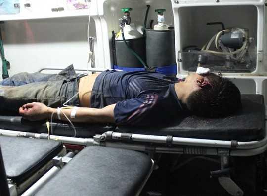 Một trong những thanh niên bị đánh nguy kịch - Ảnh: Khánh Thành