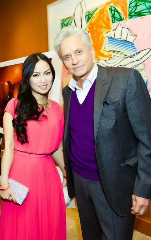 Hà Phương và Michael Douglas.