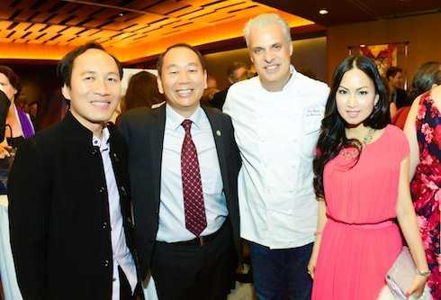 Vợ chồng Hà Phương và giám đốc quỹ Tibet Fund - ông Lobsang và nam diễn viên Richard Gere.