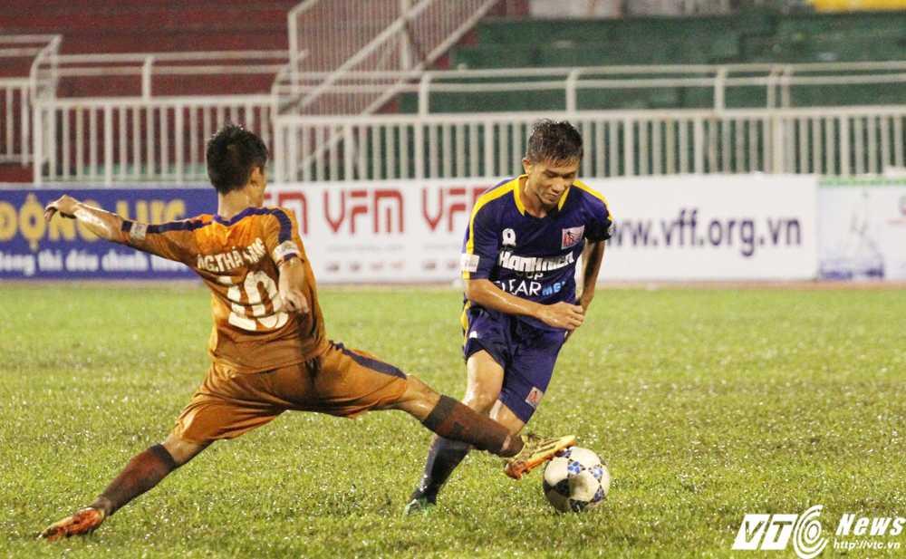Trận đấu giữa U21 SHB.Đà Nẵng 3-0 U21 Sanatech Khánh Hòa hấp dẫn tới phút cuối cùng (Ảnh: Hoàng Tùng)