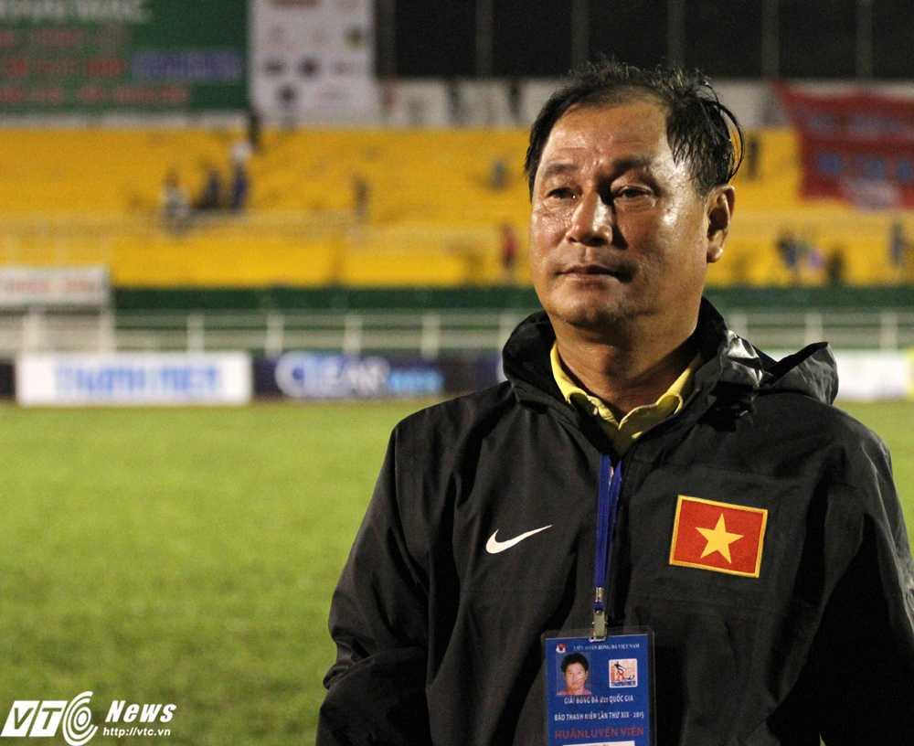 HLV Lê Văn Tú U21 Sanatech Khánh Hòa