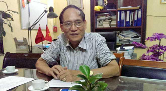 Ông Nguyễn Văn Thêm, Hiệu trưởng trường Trung cấp Y Hà Nội (Ảnh: Phạm Thịnh)