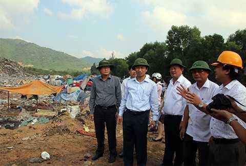 Sáng 23/10, tân Bí thư Thành ủy Đà Nẵng Nguyễn Xuân Anh đã đi kiểm tra thực địa tình hình ô nhiễm tại bãi rác Khánh Sơn (Liên Chiểu, Đà Nẵng).