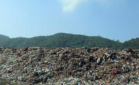 Bãi rác Khánh Sơn (Liên Chiểu, Đà Nẵng) đang đối mặt với tình trạng quá tải