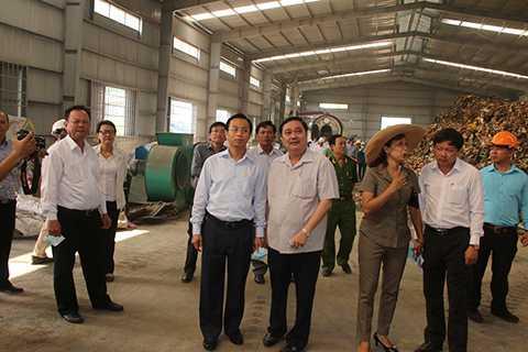 Tân Bí thư Thành ủy Đà Nẵng Nguyễn Xuân Anh kiểm tra nhà máy xử lý rác thải tập trung tại khu vực bãi rác Khánh Sơn (Liên Chiểu, Đà Nẵng).