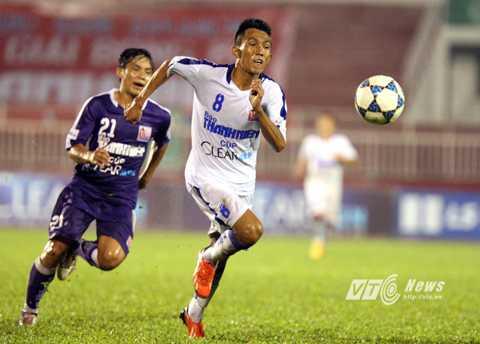 U21 An Giang (áo trắng) thắng trận mở màn U21 Quốc gia (Ảnh: Quang Minh)
