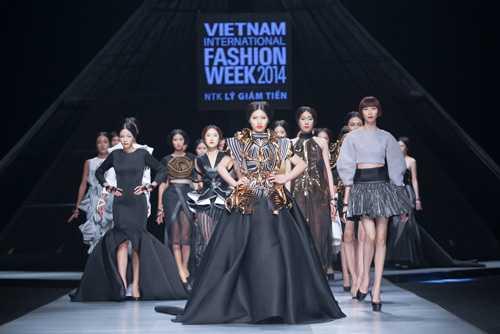 Mẫu Việt nhận được cát-xê cao từ những show thời trang lớn nhưng không thường xuyên
