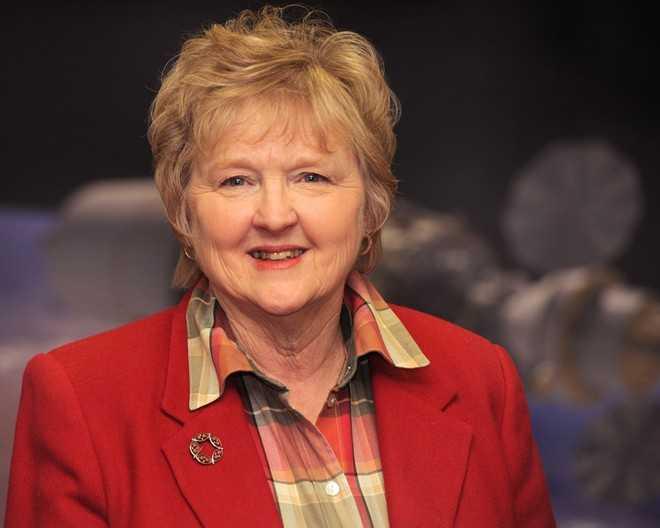 Susan   Brown sinh năm 1937. Năm 1964, bà nhận học vị tiến sĩ từ Đại học   Oxford, Anh. Năm 1986, Brown được phong hàm giáo sư và được cho là nữ   giáo sư Toán học ứng dụng đầu tiên ở Anh. Công trình nghiên cứu nổi   tiếng nhất của bà là lý thuyết về động lực học chất lỏng. Năm 2003,   Susan Brown nghỉ hưu và trở thành giáo sư danh dự.Ảnh: Mmsu.edu.