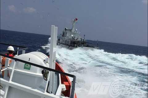 Tàu hải cảnh Trung Quốc cắt ngang hướng di chuyển tàu SAR 412