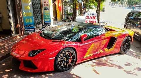Đây là chiếc xe Lamborghini Aventador Roadster độc nhất ở Việt Nam với giá hơn 24 tỷ đồng. (Ảnh: Trường Lê)