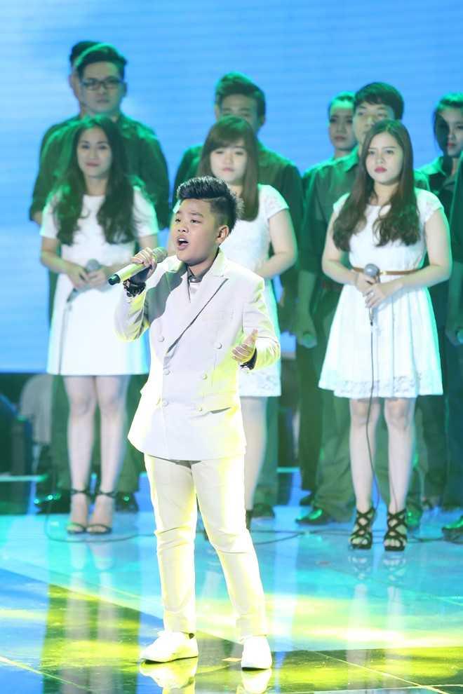 Tiến Quang gây ấn tượng trên sân khấu.