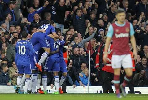 Gary Cahill bất ngờ san bằng tỷ số cho Chelsea