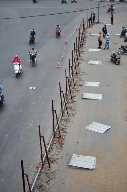 Đoạn rào chắn này dài 55 mét từ trụ cầu P237 đến trụ cầu P239.