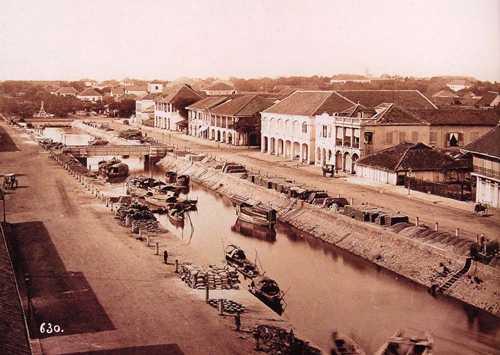 Kênh Chợ Vải, Kinh Lớn hay kênh Grand lúc chưa có tòa nhà UBND TP hiện tại. Lúc này cũng chưa có nhà thờ Đức Bà. Ảnh: Flickr