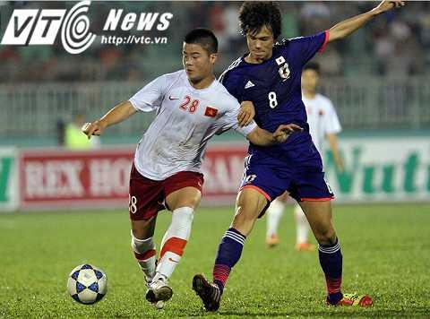 Tiền vệ Duy Mạnh từng thi đấu tại sân Thống Nhất hồi giải U19 Quốc tế đầu năm 2014 (Ảnh: Quang Minh)