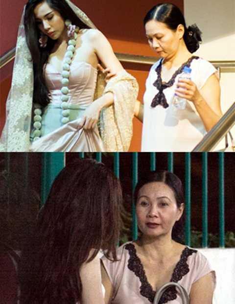 Ca sĩ Thủy Tiên từng mất cha khi mới 9 tuổi. Mẹ là người luôn đồng hành cùng cô trong những đêm diễn.