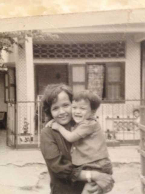 Đàm Vĩnh Hưng và mẹ khi còn nhỏ.